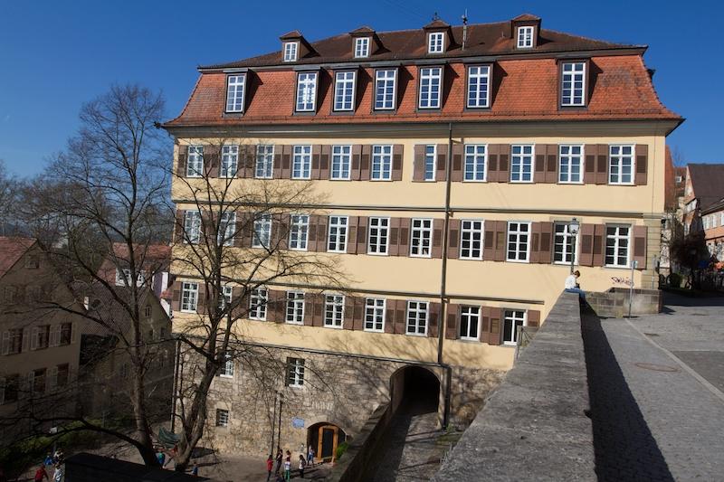 1 Universitat Tubingen