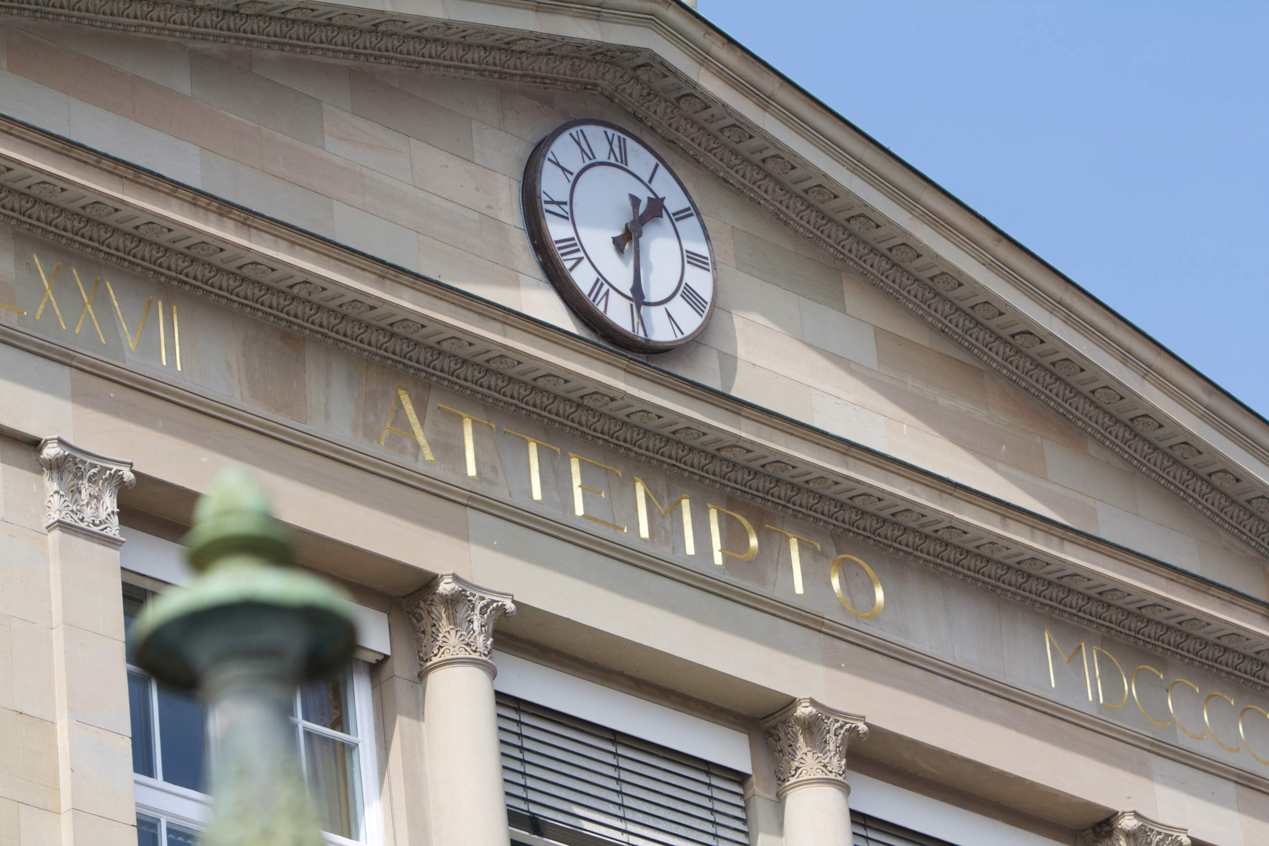 "Picture of the front of the Neue Aula with the inscription ""attempto""."