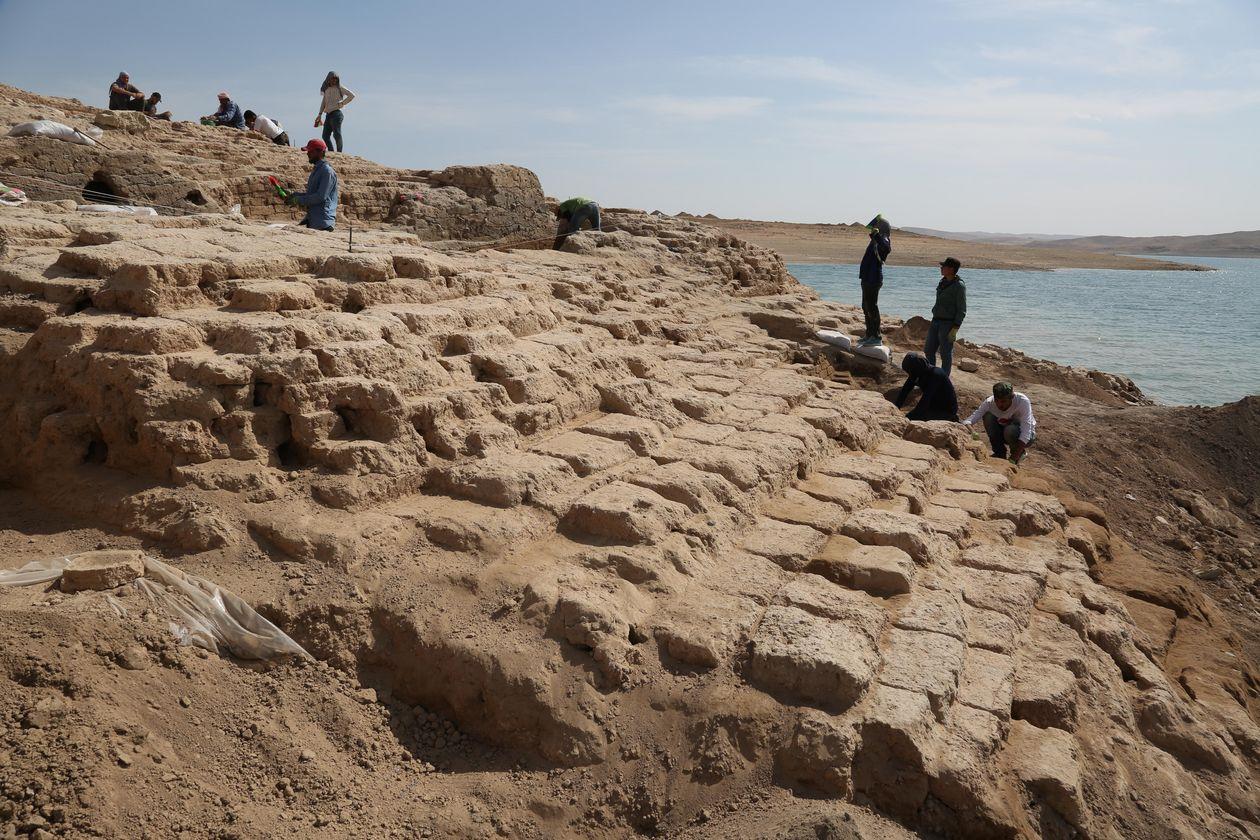 Fuerte sequía deja al descubierto majestuoso palacio de 3400 años de antigüedad