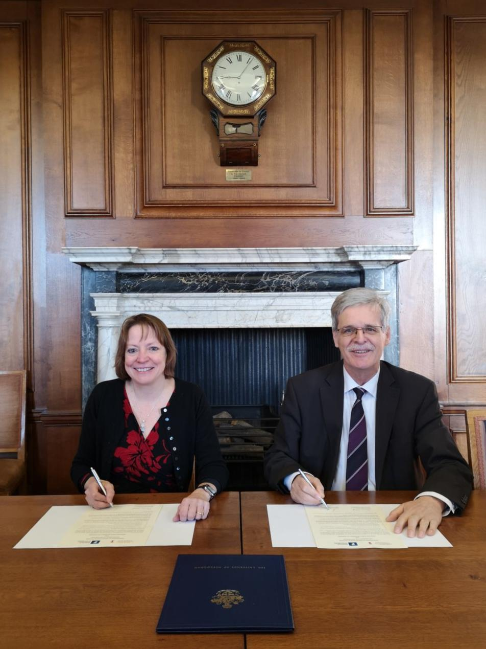 Vice-Chancellor and President of the University of Nottingham Professor Shearer West and Vice-Chancellor and President of the University of Tübingen, Professor Dr Bernd Engler at signing of the memorandum of understanding between the two institutions.